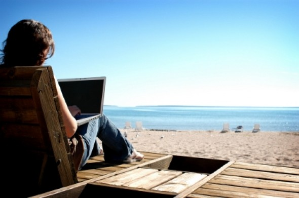 laptop-beach-e1276165762964